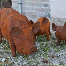 Statues de la famille cochon